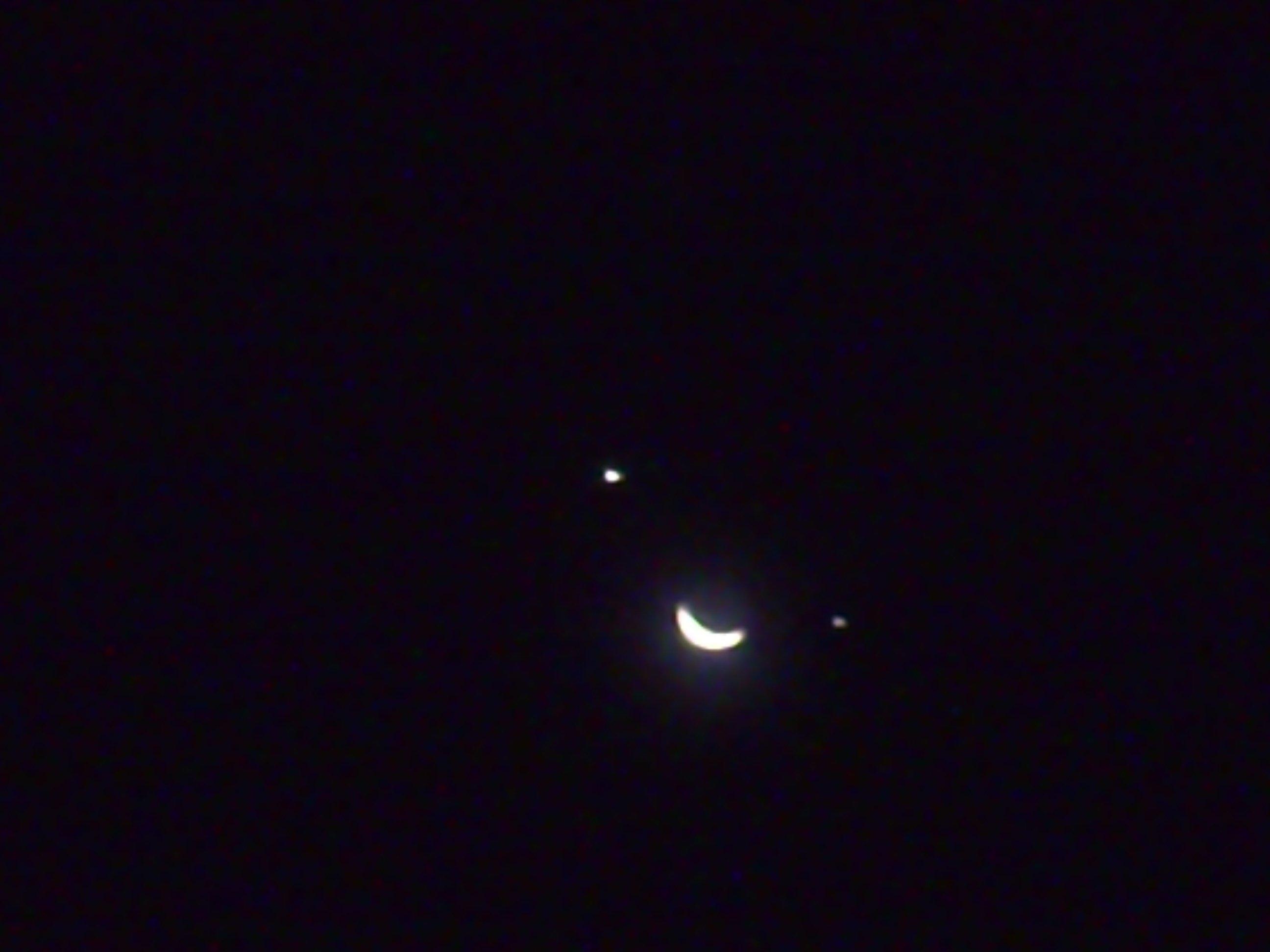 regardez la lune et les deux toiles dans le ciel ammaara s blog. Black Bedroom Furniture Sets. Home Design Ideas
